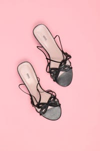 MANGO - sandaletten aus kunstleder mit schleife -