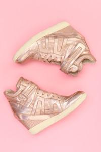 Ohne Label - metallic-high-top sneakers mit keilabsatz -