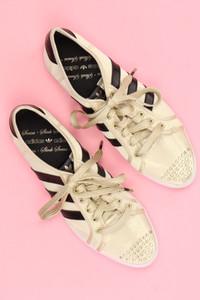 adidas - metallic-low-top sneakers mit nieten -