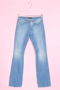 Versace - used look flared-jeans mit logo-stickerei - W27
