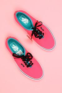 vans - neon-low-top sneakers mit logo-badge -